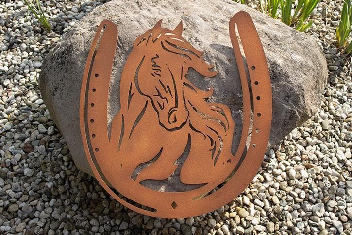 Pferdekopf mit Hufeisen - Rostig