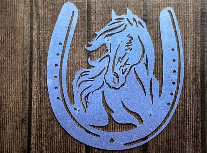 Pferdekopf in Hufeisen aus V2A